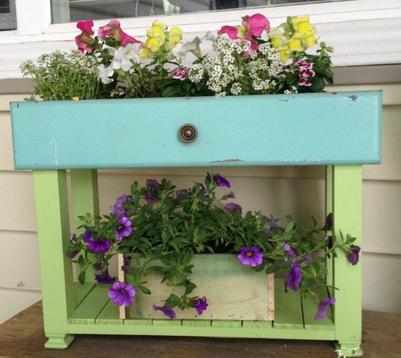 Make Old Drawers into Porch Planters