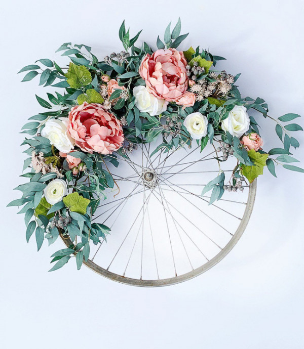 Beautiful DIY Wreath Garden Decorations